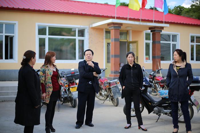 铁东检察院助建梨树沟村文化广场和文化书屋